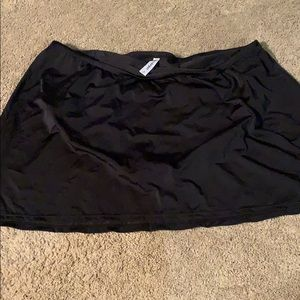 NWOT LB Black Swim Skirt